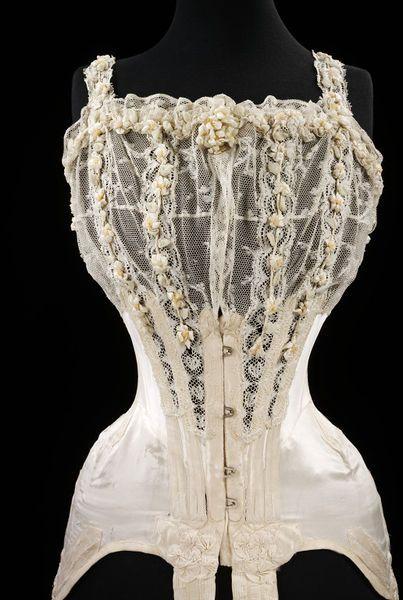 #Wedding corset designed for Mrs. G.E. Dixon, July 1905. l Victoria and Albert Museum