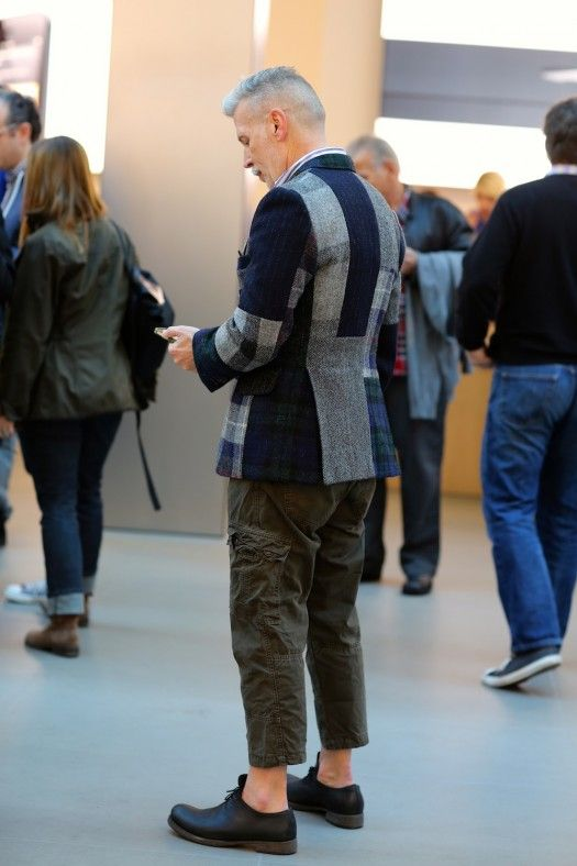 The style icon Nick Wooster spotted in the Apple Store in SoHo. He's wearing one of the many well tailored blazers he's known for. Photo via Fashables.com.
