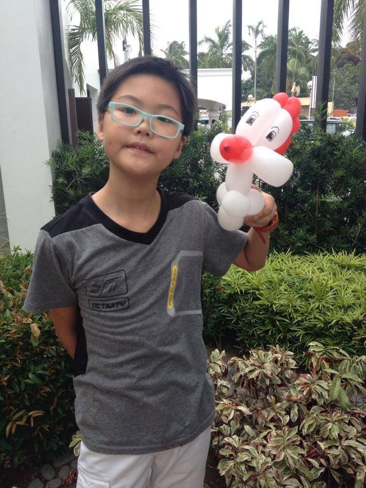 affordable balloon twisting Balloon decor angeles city balloon chicken  Contact 0947-893-6701 Breth Entertainment