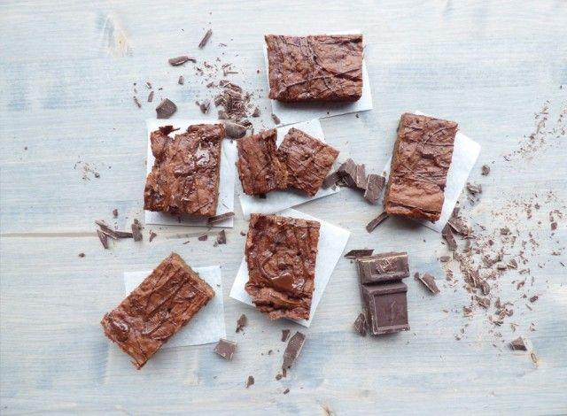 Brownies al cioccolato fondente con avocado, senza glutine, senza latticini, senza uova e senza lievito!