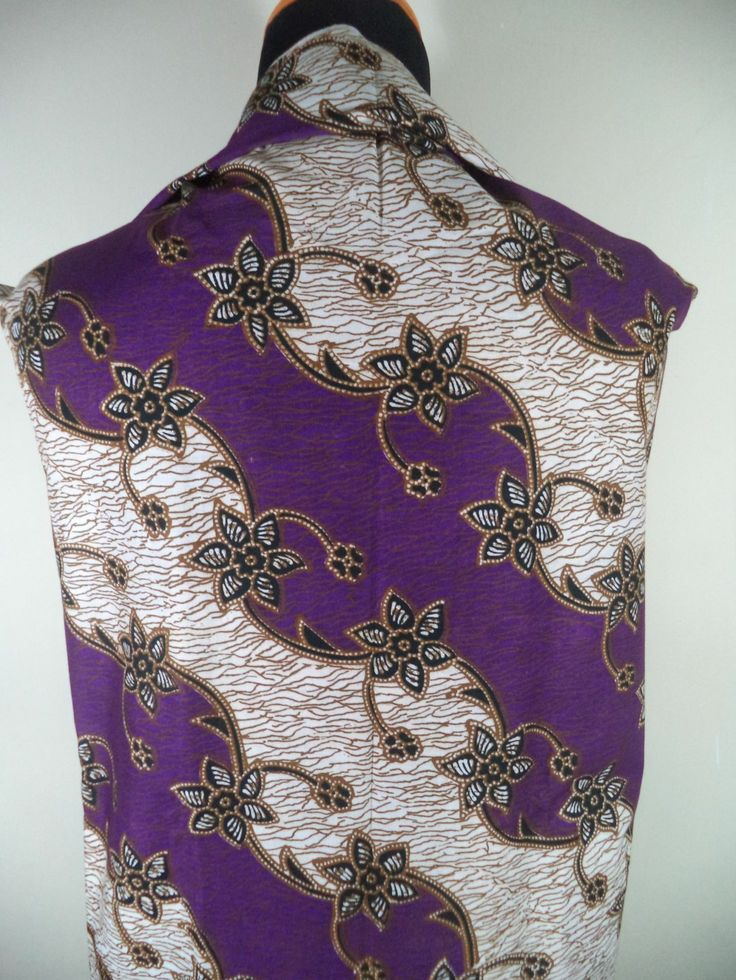Kain Batik Motif Bunga Ungu Putih Batik Cap tradisional handmade, bahan katun, ukuran: 1,15 x 2m