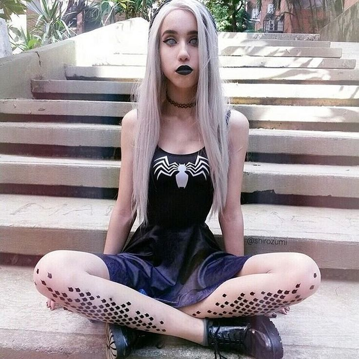 """""""@shirozumi She is wearing our small dragon tights 👽"""""""
