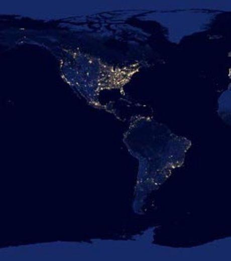 La Terre vue de nuit depuis l'espace : tout le continent américain illuminé par des points illumineux