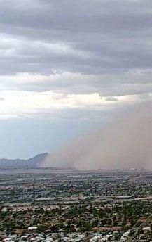 Habub nad Arizoną. Miasto zniknęło w chmurze pyłu - http://tvnmeteo.tvn24.pl/informacje-pogoda/swiat,27/habub-nad-arizona-miasto-zniknelo-w-chmurze-pylu,182773,1,0.html