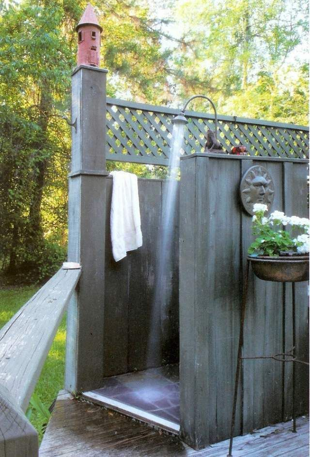 Sichtschutz F?r Dusche Im Freien : rustikale Gartendusche-Sichtschutz Holz bauen-Design von Ellen Kennon