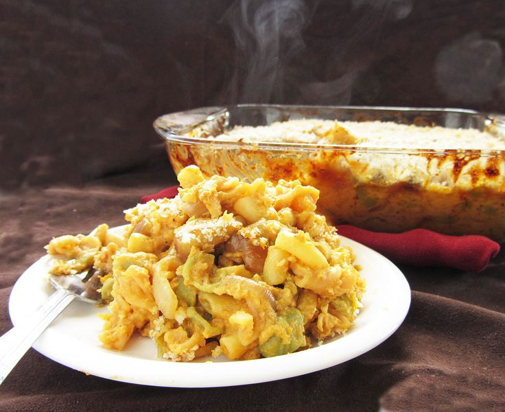 Pumpkin mac and cheese with apples and caramelized onions