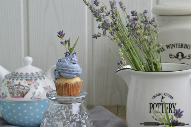 ABOUT VERENA : Kleine Lavendel Zitronen Cupcakes / Lavender Lemon Cupcakes