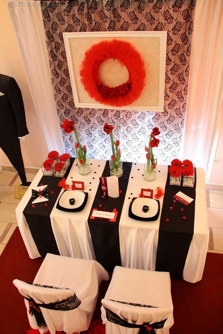 A tökéletes alapot ehhez a dekorációhoz, egy  vörös szőnyeg adta.