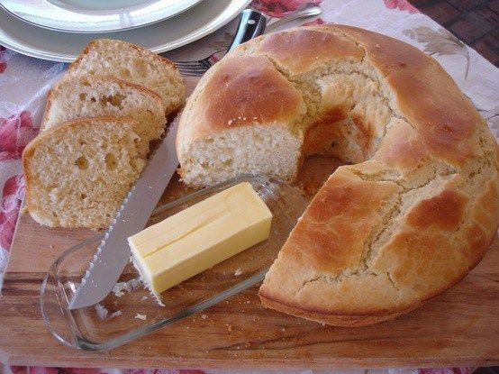 Sally Lunn Bread. A historical yeast bread that's slightly sweet. Perfect for special occasion dinners or everyday meals.