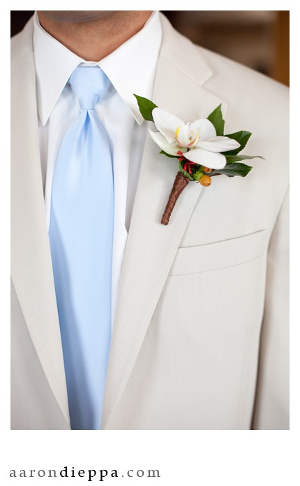 awesome boutonniere. Love the blue tie and pale khaki suit jacket.