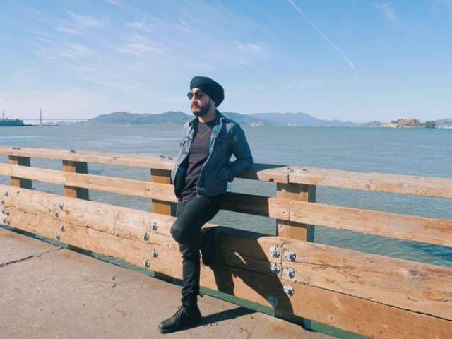 Canadian YouTube star Jus Reign forced to remove turban before boarding flight - The Express Tribune