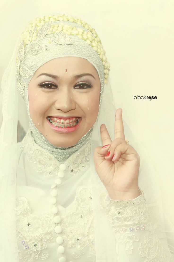""""""" HAPPY ENDING """" wedding meyra and dhito www.facebook.com/pages/Blackrose-Pictures/349568915159712 #woman #marriage #hijab #culture #ceremonial #cry #smile #sweet #photograph #kebaya #traditionalwedding #white #java #indonesianwedding"""
