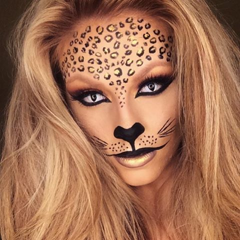 WEBSTA @ jadedeacon - Leopard makeup  Products:Eyes: @wonderlandmakeup stone red eyeshadow and @meltcosmetics enigma shadow.Lashes: @houseoflashes Iconic. Brushes: @sigmabeauty Leopard dots: @makeupforeverirl flash Color palette in black and gold. #leopard #leopardprint #amazingmakeupart