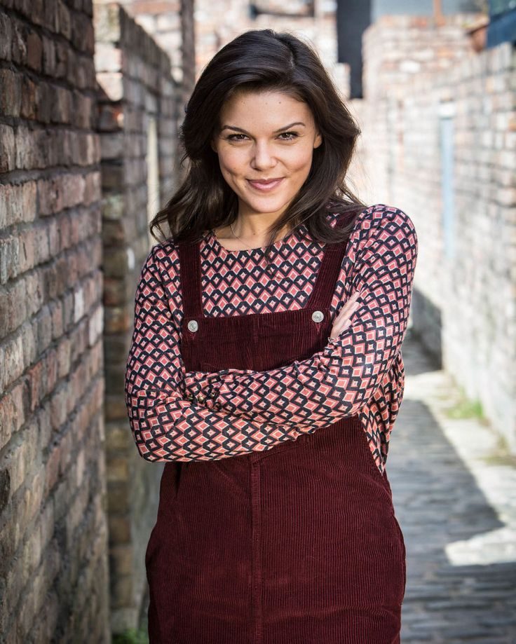 Faye Brookes as Kate Connor in Coronation Street Reminds me of my beautiful wife sugar bumps! X