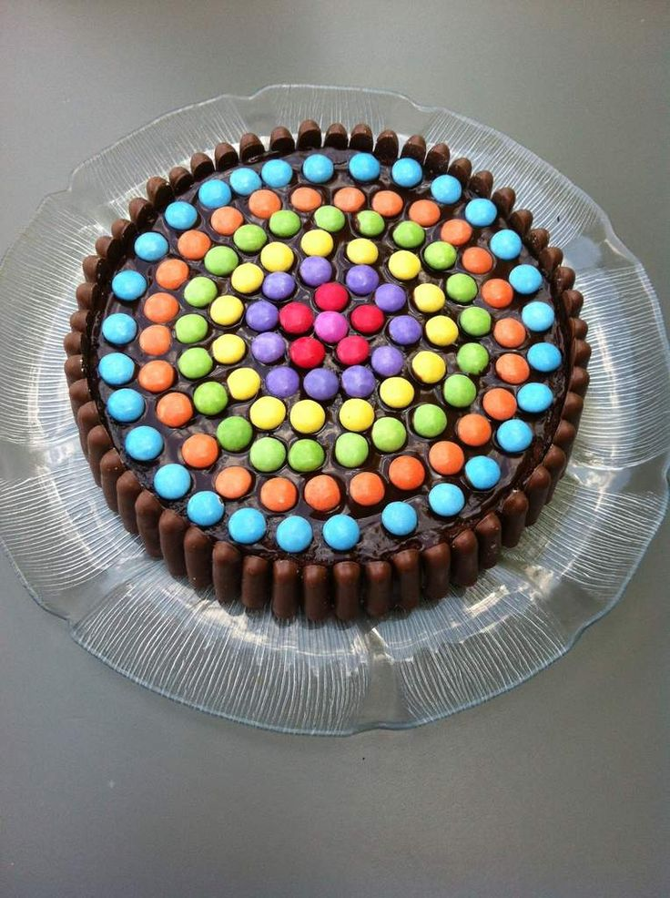 Schokoladenkuchen mit Fingern und Smarties   – Cuisine – Gateau