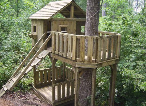 Custom playsets by Dreamtime Outdoors. Definitely nee dto look into custom tree house.
