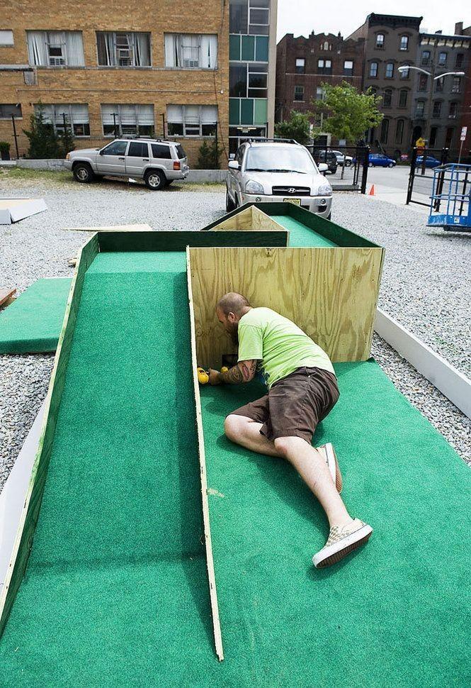 Diy Mini Golf Unique Artists Build Mini Golf Course For Jersey City Museum Fundraiser Diyproject Diydecor Diyfun D In 2020 Mini Golf Course Golf Courses Mini Golf