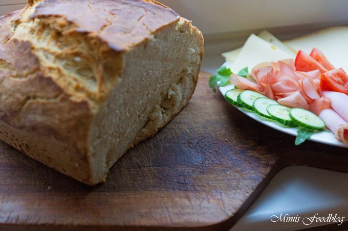 Ein schnelles, deftiges und leckeres Brot. Leicht zu backen und perfekt für die Brotzeit das Weißbrot mit Weißbier.