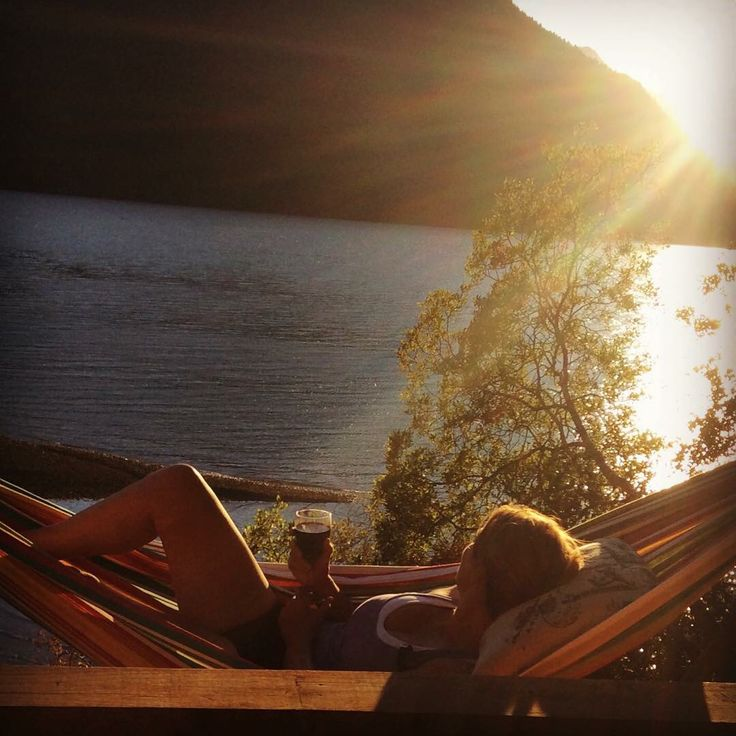 Doesn't this look relaxing? Thank you Maria for sending us this picture of you relaxing in your new hammock.