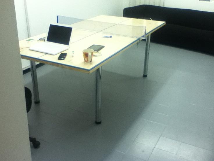 Mi escritorio, mesa de juntas y donde vamos jugar el torneo interno de Ping Pong.