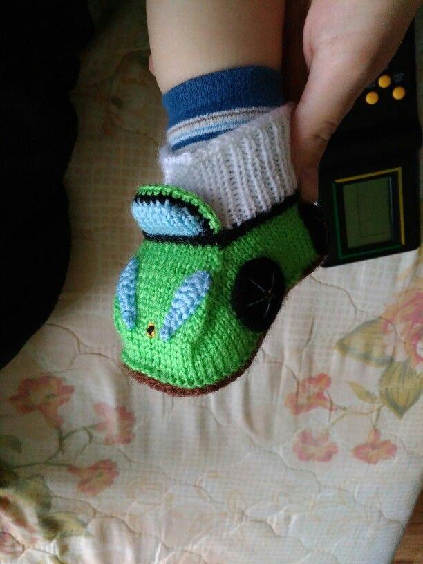Ferrari baby boots / work in progress, knitting, cars, amigurumi Бебешки терлици, ботуши, плетени, плетиво, кола Ферари Ferrari araba bebek terlikleri, örgü