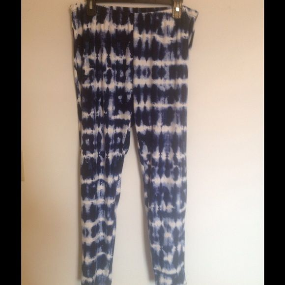 """Blue and white tie-dye leggings Very soft, blue and white tie-dye leggings. Only tried on, never won out. Would look great with the """"denim"""" tunic I am also selling. (See listing--I am willing to bundle) B&B Boutique Plus Pants Leggings"""