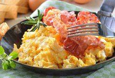 Lust auf knusprigen Bacon zum #Frühstück? Dann nehmt einfach eine #Eisenpfanne zur Hand! Darin wird der Speck besonderst kross gebraten.