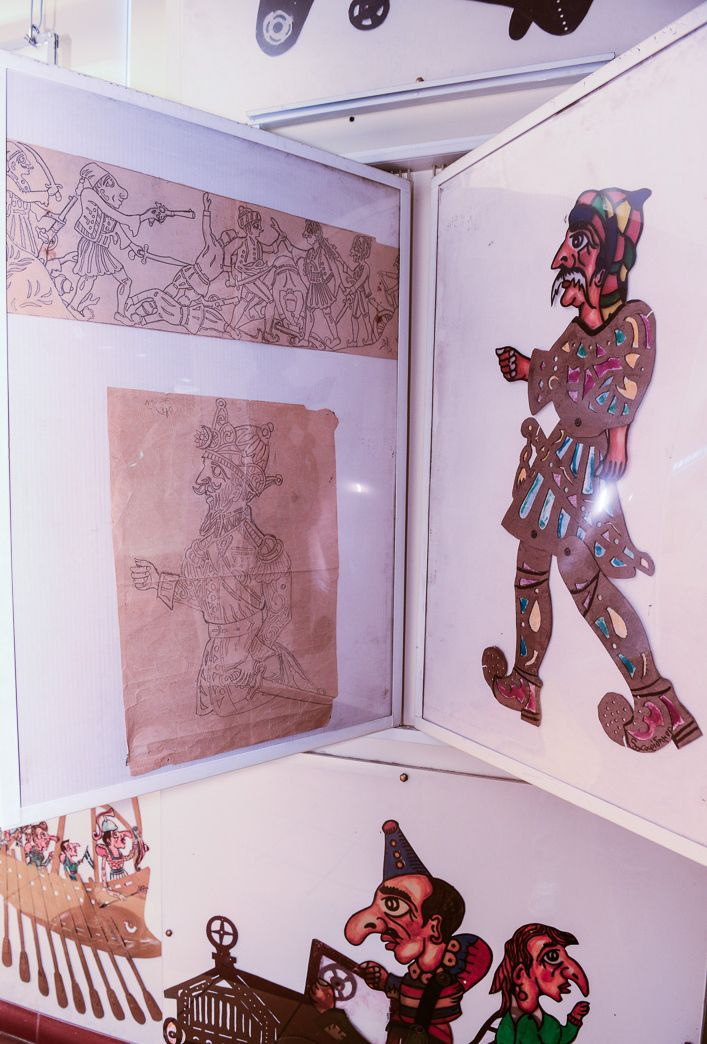 Φιγούρες του '50, Μουσείο – Θέατρο Σκιών Χαρίδημος Στην αριστερή πλευρά βλέπουμε σχέδια του Χρήστου Χαρίδημου σε στρατσόχαρτο δεκαετία του '50.
