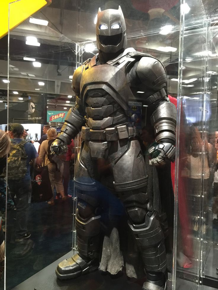 batman-v-superman-batman-armor-costumes-weapons-prop-photos5