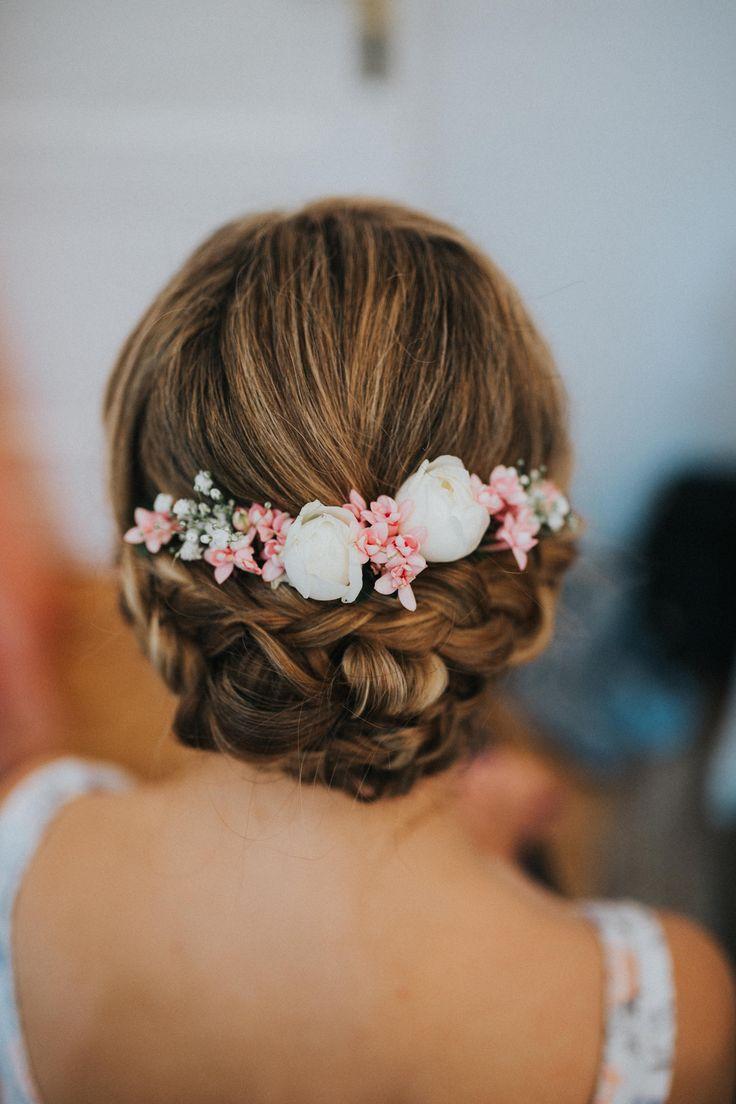 Brautfrisur, Hochzeitsfrisur, Hochsteckfrisur mit echten Blumen, Hochzeit, romantisch
