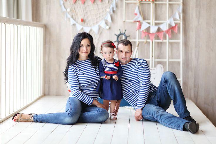 Семейная фотосессия в студии - Марина, Александр и Милана - Dadastudio.