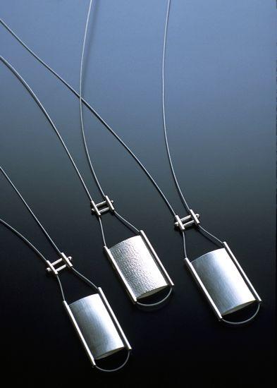 ペンダント -- シルバー + ステンレスワイヤー (2002年)