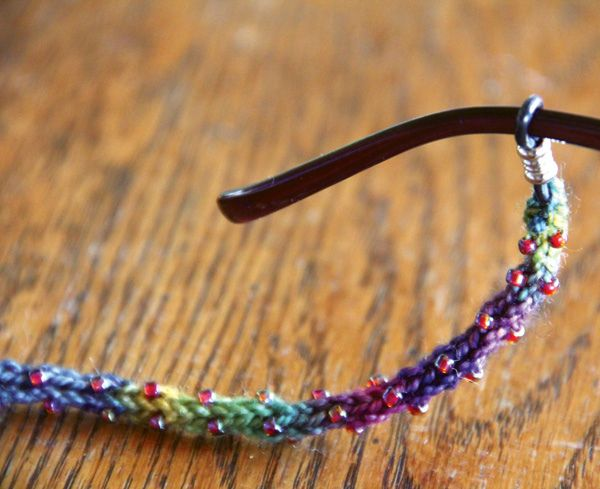 Beaded Eye-Glass Cord: Tutorial   Need a last minute gifting idea? I shared this easy eye glass cord tutorial on over on whip up and I want to make sure you saw it too! Video tutorials are included for the tricksy beading steps so anyone who knows how to knit can tackle this project and get it done in a night!    Can you say Christmas gifts?!
