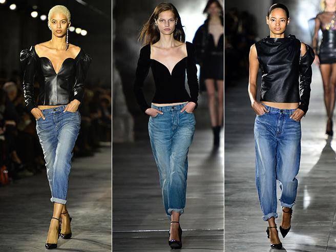 La sfilata durante la settimana della moda a Parigi. Lo stilista arriva in sala per omaggiare Pierre Bergé. La sua donna è una perfetta «party girl»