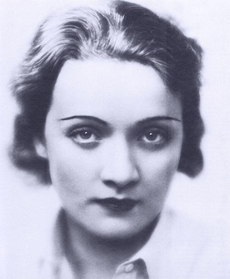 Marlene Dietrich , 1922