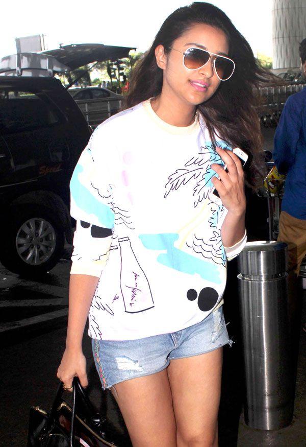 Parineeti Chopra at the Mumbai airport. #Bollywood #Fashion #Style #Beauty #Hot
