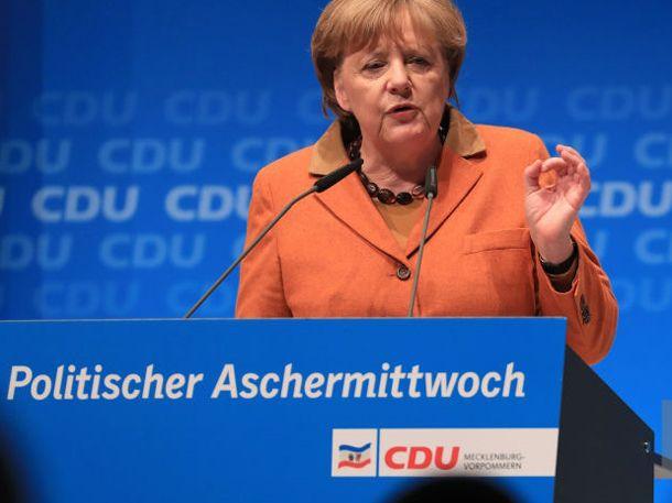 Der Wahlkampf 2017 wird spannend. Kanzlerin Merkel gibt jetzt erste Hinweise darauf, wie sie Gegner Martin Schulz stoppen will.Mit der