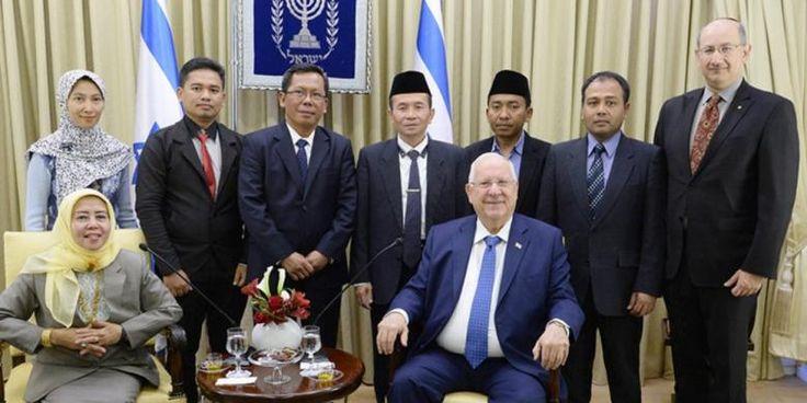 Kunjungan Ibtisyaroh ke Israel Menyalahi Kebijakan MUI  Sejumlah WNI termasuk salah seorang pengurus MUI berfoto dengan Presiden Penjajah Reuven Rivlin saat mereka berkunjung ke wilayah Palestina jajahan Zionis Israel pada Rabu (18/1/2017) lalu  JAKARTA (SALAM-ONLINE): Kunjungan Prof Hj Ibtisyaroh salah seorang pengurus Majelis Ulama Indonesia (MUI) ke Israel pada Rabu (18/1/2017) lalu tanpa sepengetahuan dan seizin pimpinan MUI dan menyalahi kebijakan wadah perkumpulan ulama itu. Pengurus…