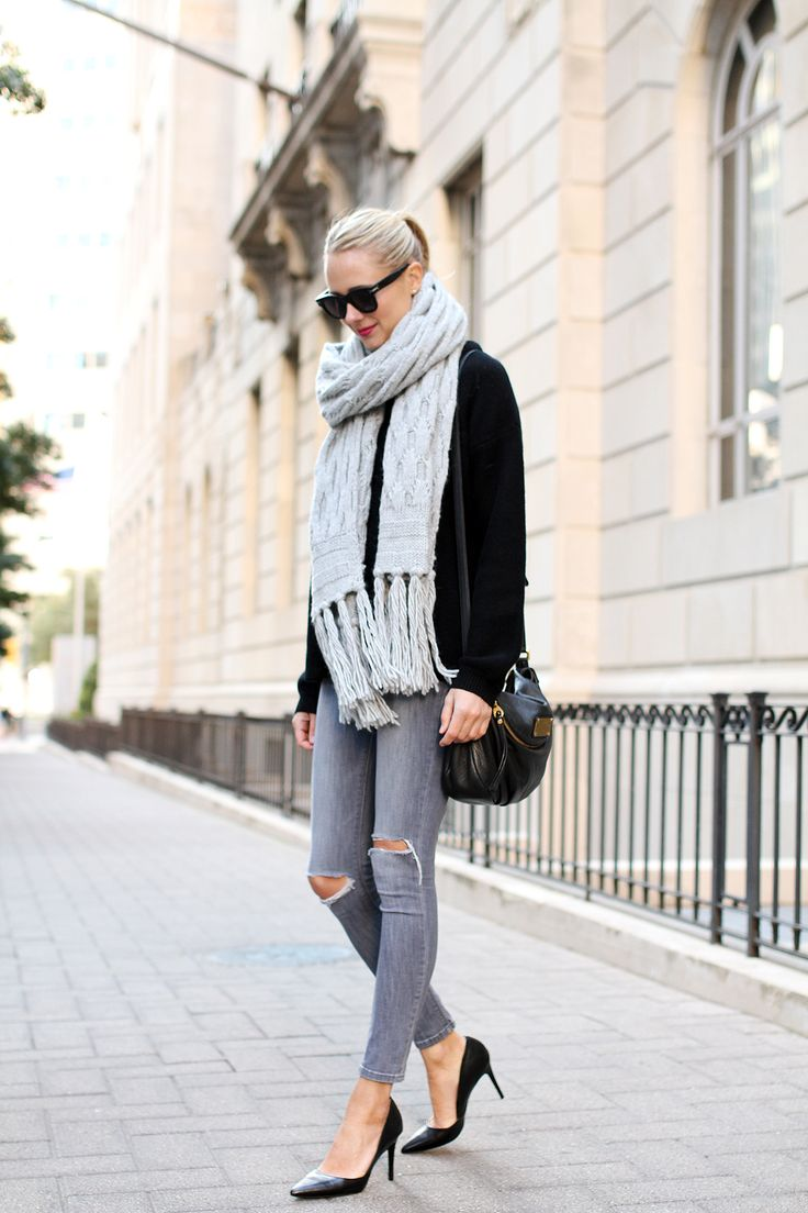 Style+a+pair+of+ripped+jeans+like+Amy+Jackson+and+wear+them+with+a+casual+plain+sweater+and+an+oversized+chunky+knit+scarf.+This+look+is+perfect+for+every+day+wear+in+the+frosty+winter+season!+Sweater:+Banana+Republic,+Jeans:+DL1969,+Heels:+Banana+Republic,+Handbag:+Marc+by+Marc+Jacobs,+Scarf:+Banana+Republic.