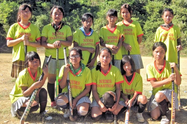 Mizo school girls can be trained to be hockey players. Mizo nula ten hockey pawh an khel thiam. An chhuanawm.