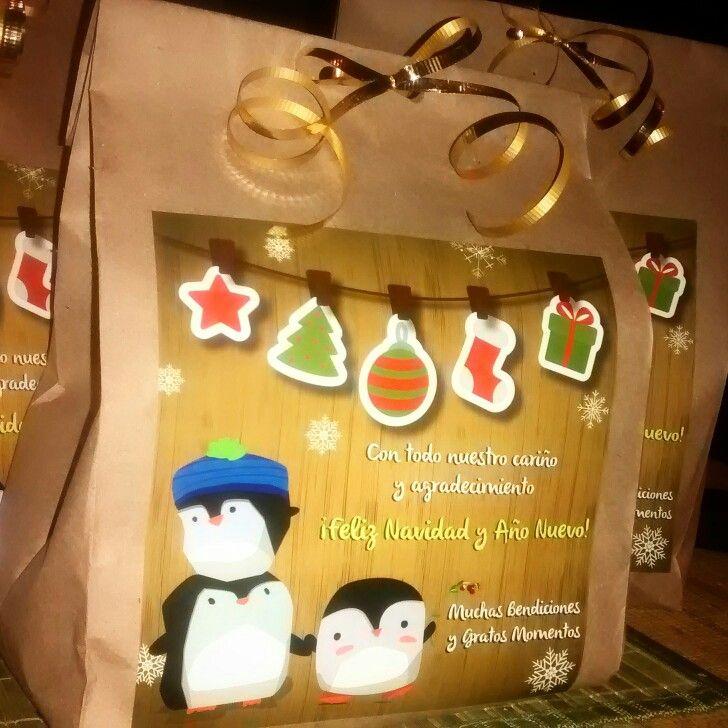 Felices fiestas!! :D  Envolviendo los bolos navideños