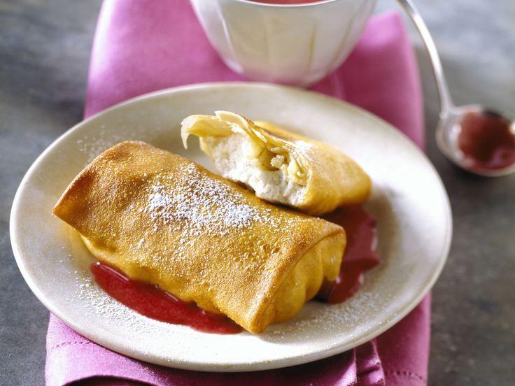 Eier-Pfannkuchen mit Hüttenkäse und Kompott