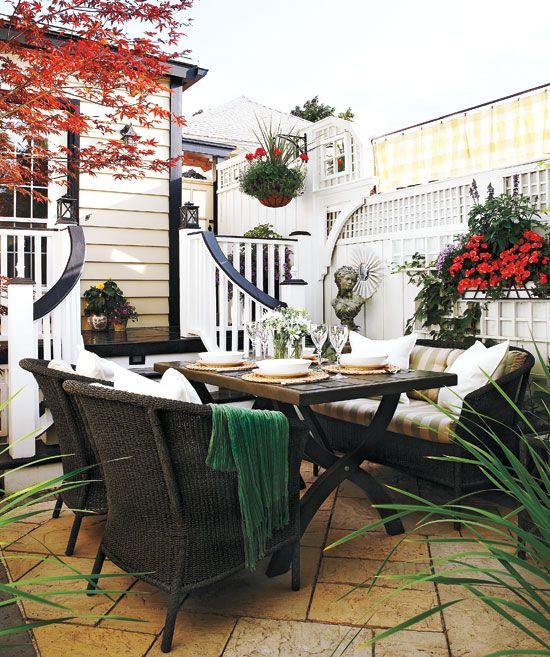 Chic courtyardGardens Ideas, Small Patios, Outdoor Rugs, Outdoor Living, Gardens Design Ideas, Small Gardens, Outdoor Spaces, Style At Home, Backyards