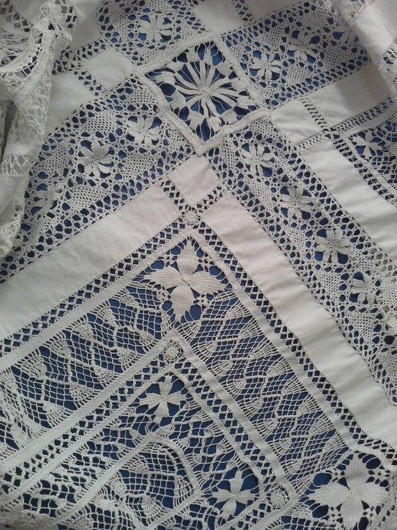 Exquisite hand made drawn thread work white linen and bobbin lace 7 ft square table cloth,bed cover.super condition,spirals,cart wheels etc