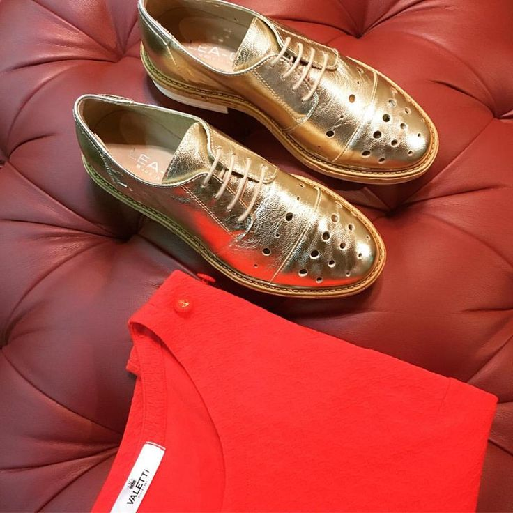 Powerful combination of red & gold it's a great idea for your everyday styling! ❤️LeaGu perforated oxfords in gold leather. ❤️ValettiDesign red blouse with textured design.  Now on SALE! Don't miss it!  #CherryHeel #Barcelona #luxury #boutique #august #style #madeinitaly #design #shopping #fashion #happy #shoes #clothes #accessories #bcn #decompras #rebajas #verano2017 #agosto #moda2017 #барселона #лето2017 #испания #шоппинг #итальянскиебренды #мода2017 #скидки