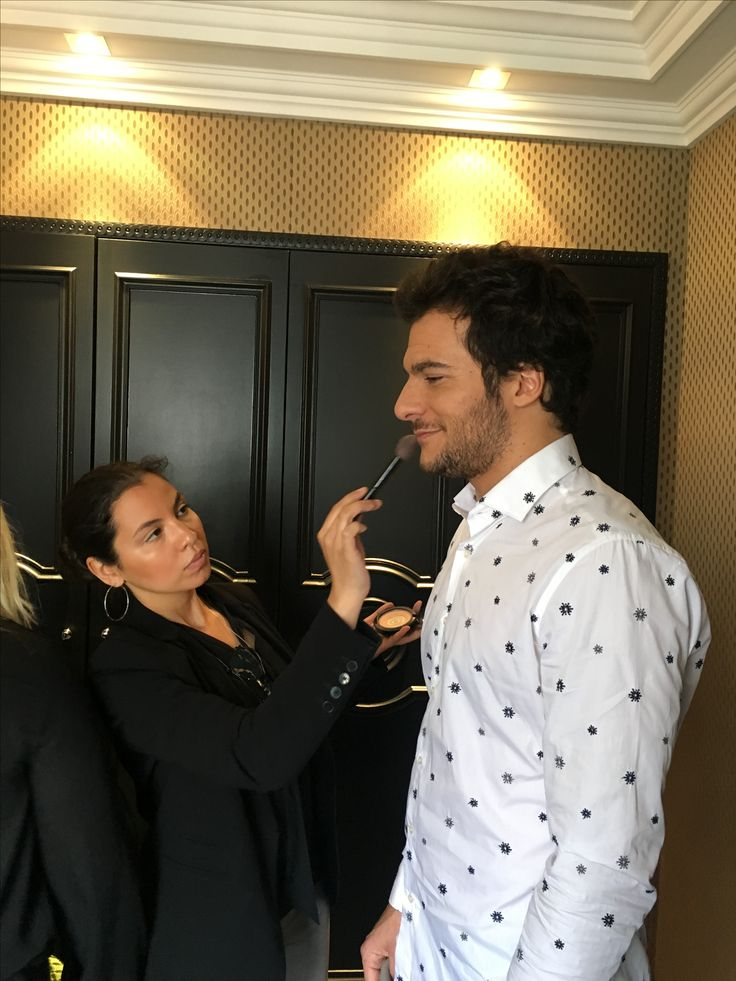 Maquillage chanteur Amir