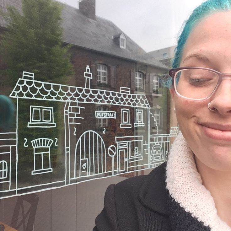 Creative business owner and graphic designer / illustrator Anke talks about her shops and side businesses and shares lessons learned. Dutch text available.
