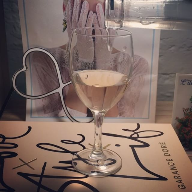 On a débouché la bouteille de rosé plus tôt que d'habitude ce soir. On est comme ça chez Gaja :) À la vôtre!  #maisongaja #apero #dreamteam #goodtimes #tchin ##happyhour #drinks #life #happy #lifestyle #lavieenrose #paris #aconsommeravecmoderation