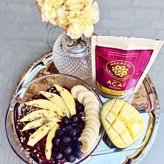 Gör som vår kund @mathildejarlsbo och njut av en näringsrik acaibowl 💜 Acai är fylld med vitaminer, mineraler, antioxidanter och bra fetter 👌🏻 ni hittar acaipulver på Welloteket.se 💜  -----------------------------------  INGREDIENSER: 250g fryst mango, 2dl frysta blåbär, 1 msk acaipulver, 1tsk acerola, 1tsk agave, en skvätt mandelmjölk.   GÖR SÅ HÄR: mixa ihop allt och toppa med färsk frukt och bär. #welloteket #recept #hälsa #frukost #mellis #mellanmål #acai #acaibowl