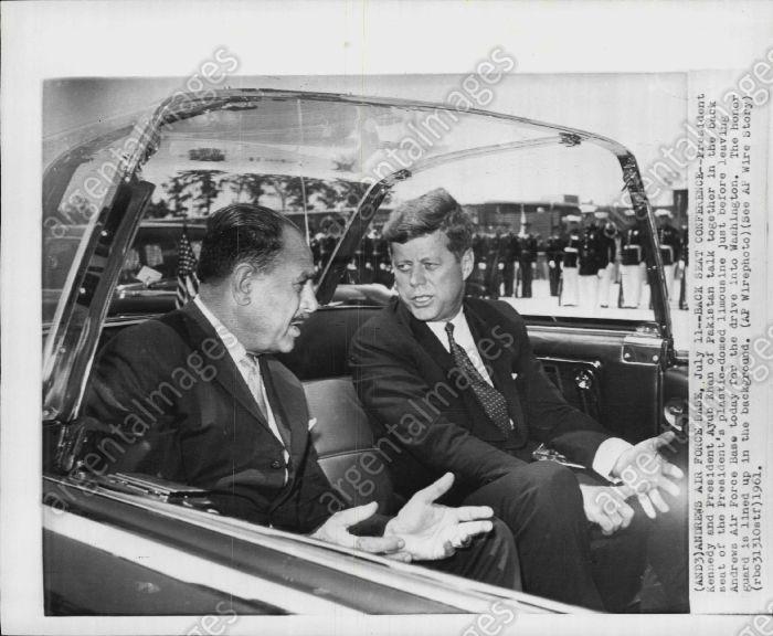 1961. 11 Juillet. Andrews AFB. JFK et le Président du Pakistan